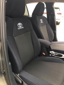 Toyota Corolla sedan design Premium 88/A s dvojitým prošitím